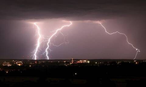 Καιρός - Έκτακτο δελτίο ΕΜΥ: Ψυχρό μέτωπο με καταιγίδες σαρώνει τη χώρα - Προσοχή τις επόμενες ώρες