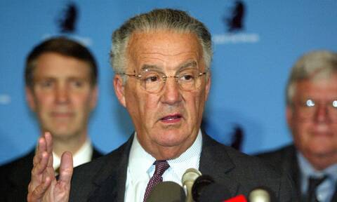 Πέθανε ο Ελληνοαμερικανός πρώην γερουσιαστής Πολ Σαρμπάνης