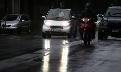 Καιρός-Κίνηση ΤΩΡΑ: Η καταιγίδα έφερε προβλήματα στην Αττική