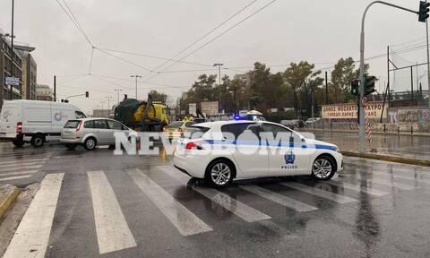 Καιρός: Έκλεισε η Πειραιώς - Προβλήματα στους δρόμους από την κακοκαιρία (pics+vid)