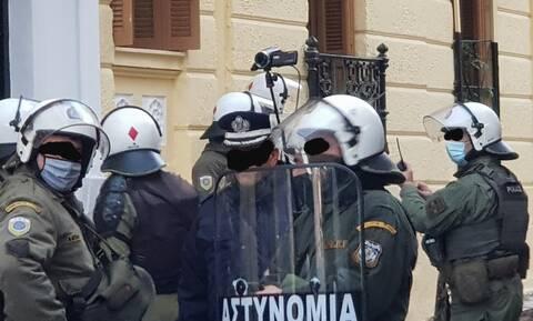 Γρηγορόπουλος: «Ούτε ένα δρακρυγόνο» - 374 προσαγωγές, 135 συλλήψεις – Το «αγκάθι» με τις κάμερες