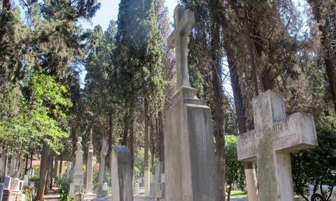 Σάλος στην Κάρπαθο: Έκαναν πάρτι σε νεκροταφείο!