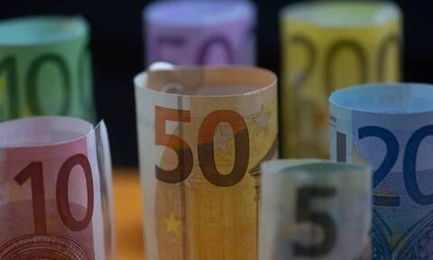ΟΑΕΔ: Ξεκινούν σήμερα οι πληρωμές του δώρου Χριστουγέννων και επιδομάτων - Ποιοι άνεργοι πάνε ταμείο