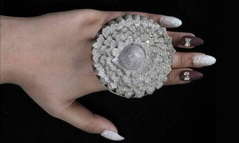 Δαχτυλίδι με 12.638 διαμάντια στο βιβλίο των ρεκόρ Γκίνες (pics)