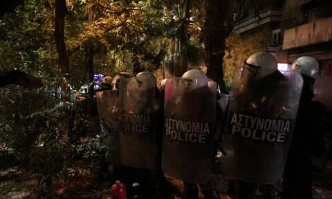 Ένταση στα Εξάρχεια - Επεισόδια με αστυνομικούς στο μνημείο του Γρηγορόπουλου