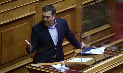 ΣΥΡΙΖΑ: Ο Τσίπρας επιλέγει το «σκληρό ροκ» και αφήνει τον «λογαριασμό» για μετά το εμβόλιο