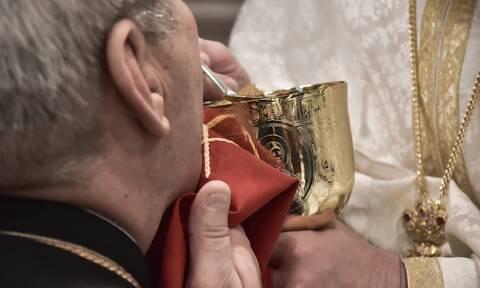 Κορονοϊός-Κεφαλονιά: Έβαλαν πρόστιμο 1.500 σε ιερέα, γίνεται έρανος για να πληρωθεί