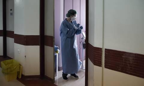 Κορονοϊός: Θλίψη για τον γυναικολόγο που δεν είχε υποκείμενα νοσήματα – Το αντίο των συναδέλφων του