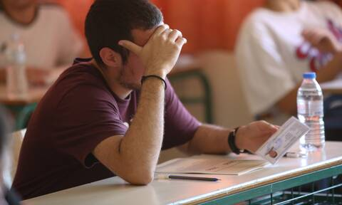 Πανελλαδικές εξετάσεις: Τι αλλάζει για βάσεις και αριθμό εισακτέων - Το σχέδιο του υπ. Παιδείας