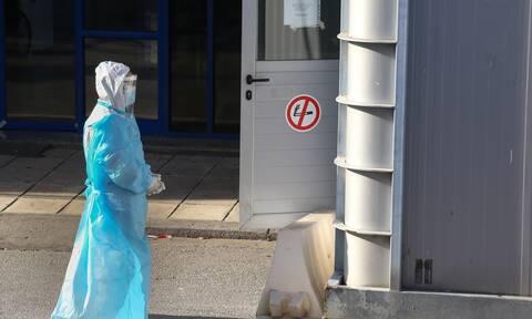 Ο κορονοϊός σαρώνει τους εργαζόμενους στα νοσοκομεία: Μητέρα δύο παιδιών από την Καβάλα το 11ο θύμα