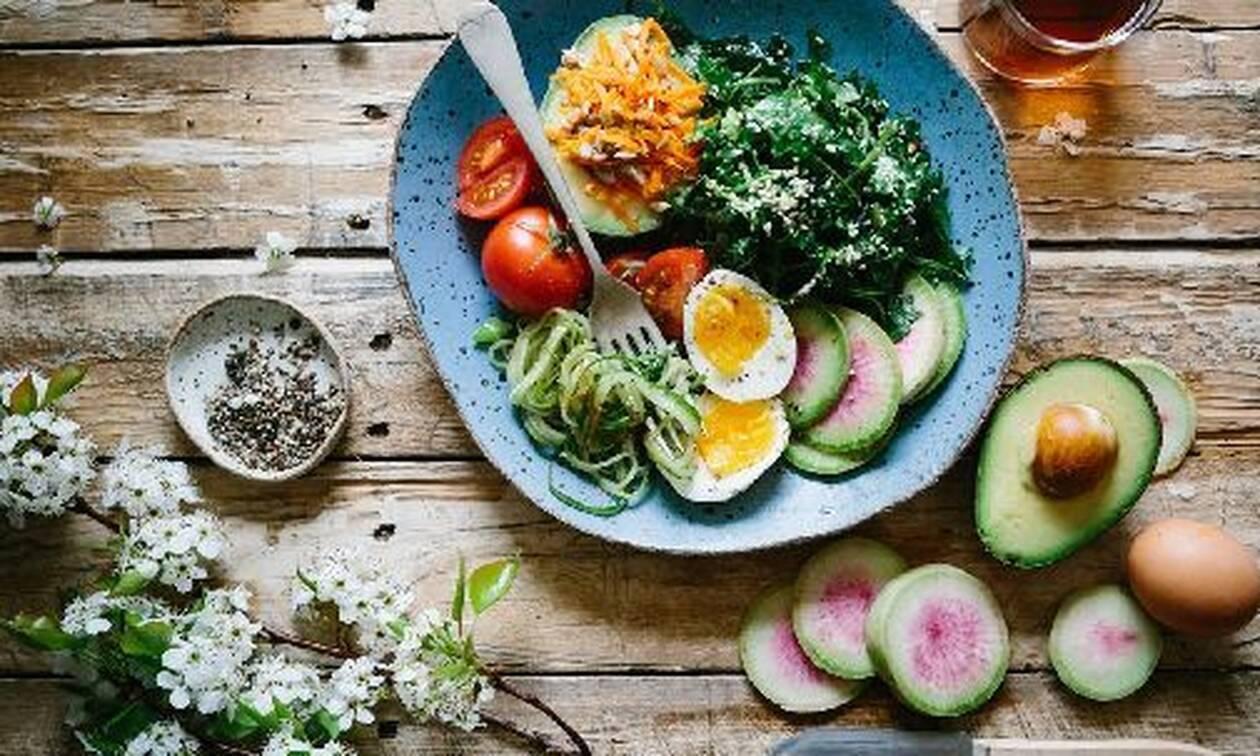 Οι βιταμίνες που αξίζει να εντάξουμε στη διατροφή μας την περίοδο που διανύουμε