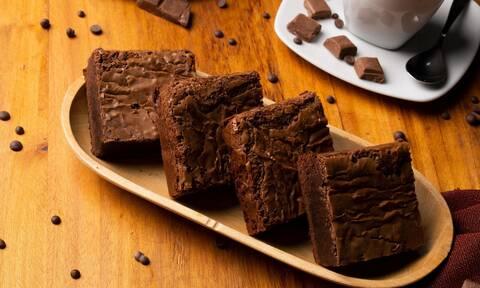 Vegan brownies χωρίς φούρνο; Η πιο εύκολη συνταγή που έχεις δει ποτέ(+video)