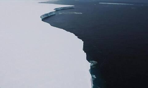 Προκαλεί δέος: Αυτό είναι το μεγαλύτερο παγόβουνο! (video)