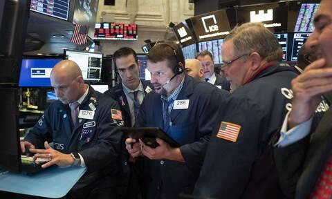 Πτώση στη Wall Street - Μικτές τάσεις για το πετρέλαιο