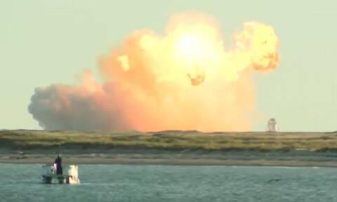 «Μπάλα φωτιάς» σε ζωντανή μετάδοση διαστημόπλοιο της SpaceX και ο Έλον Μασκ... πανηγυρίζει (vid)
