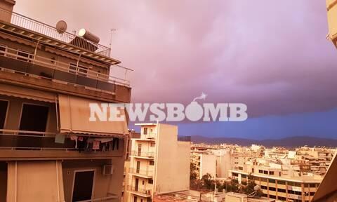 Καιρός ΤΩΡΑ: Σαν να μην ξημέρωσε ποτέ στην Αθήνα – Μαύρο σύννεφο πάνω από τα κεφάλια μας