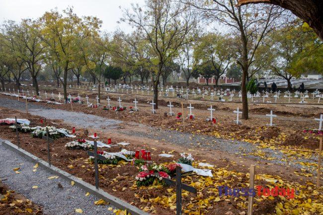 Θεσσαλονίκη: Συγκλονίζουν οι εργάτες στα κοιμητήρια Θέρμης – Σκάβουμε τάφους μέσα στο σκοτάδι, φωτογραφία-2