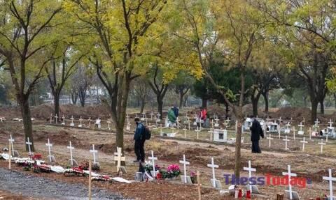 Θεσσαλονίκη: Συγκλονίζουν οι εργάτες στα κοιμητήρια Θέρμης – Σκάβουμε τάφους μέσα στο σκοτάδι
