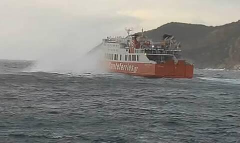 Κακοκαιρία: Μάγκας Έλληνας καπετάνιος - Δείτε πώς κατάφερε να δέσει το πλοίο στη Σίφνο