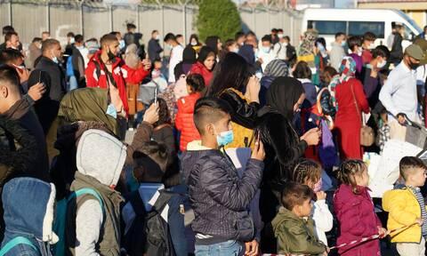 Λιγότεροι από 70.000 οι μετανάστες σε δομές - Μείωση 40% στις εκκρεμείς υποθέσεις ασύλου