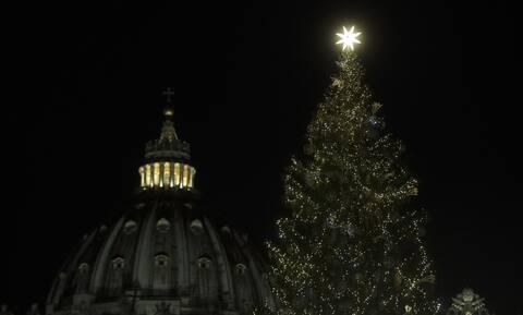 Βατικανό: Παρά τον κορονοϊό «φόρεσε» τα γιορτινά του - Όμορφες εικόνες και ακούσματα