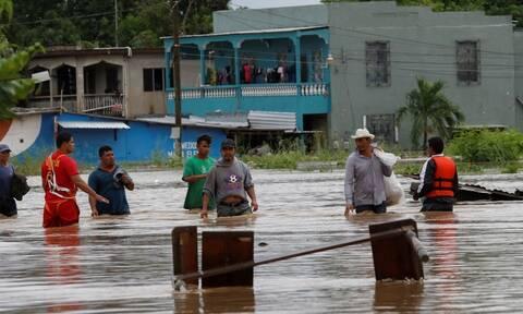 Ονδούρα: Δύο κυκλώνες, δεκάδες χιλιάδες άστεγοι