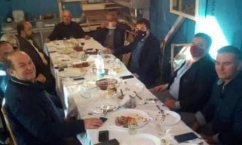 Σάλος στον Πύργο: Τραπέζωμα 12 ατόμων χωρίς μάσκες για το δήμαρχο!