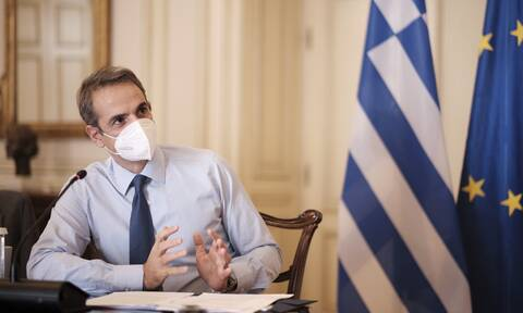 Κορονοϊός: «Πυρετός» συσκέψεων στο Μαξίμου - Σπριντ για την επιχείρηση εμβολιασμού από την κυβέρνηση