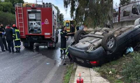 Τραγωδία στην Αρτέμιδα: Αυτοκίνητο καρφώθηκε σε κολόνα - Νεκρός ο οδηγός (pics)