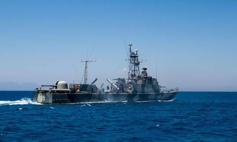 Υπόθεση κατασκοπείας: Φωτογράφιζαν πλοία και στρατόπεδα - Θα «μιλήσουν» τα USB και τα laptop