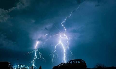 Καιρός: Ξεκίνησε η επέλαση της κακοκαιρίας στην Εύβοια - Βρέχει καταρρακτωδώς αυτή την ώρα (vid)