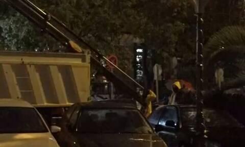 Κακοκαιρία: Πτώσεις δέντρων στο κέντρο της Αθήνας προκάλεσαν τα ισχυρά φαινόμενα