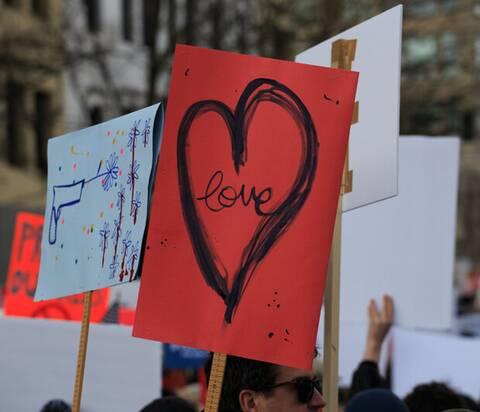 Παγκόσμια Ημέρα Αγάπης: Μάθαμε να αγαπάμε πραγματικά το 2020;
