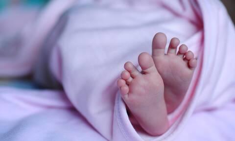 Κορονοϊός: Έκπληξη για τους γιατρούς η γέννηση μωρού θετικού στον ιό από μητέρα που ανάρρωνε