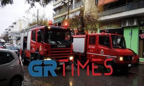Θεσσαλονίκη: Φωτιά σε διαμέρισμα – Επιχείρηση απεγκλωβισμού δύο ατόμων