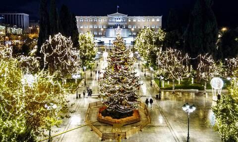 Μια Αθηναϊκή χριστουγεννιάτικη ιστορία: Πώς φωταγωγήθηκε το δέντρο στο Σύνταγμα (pics+vid)