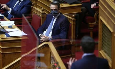 Προϋπολογισμός: «Μετωπική» των πολιτικών αρχηγών στη Βουλή για υγεία και οικονομία