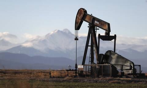 Μικτά πρόσημα στη Wall Street - Σε υψηλό εννέα μηνών το πετρέλαιο