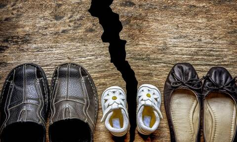 Ενεργοί μπαμπάδες: Η κοινή επιμέλεια θα πρέπει να αποτελεί νομικό τεκμήριο