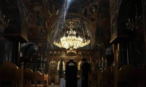 Lockdown: Τι θα ισχύσει για τις εκκλησίες τις γιορτές- Πώς και με πόσους θα τελεστούν οι λειτουργίες