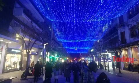 Θεσσαλονίκη: Ουρές έξω από μαγαζιά και συνωστισμός ενόψει click away