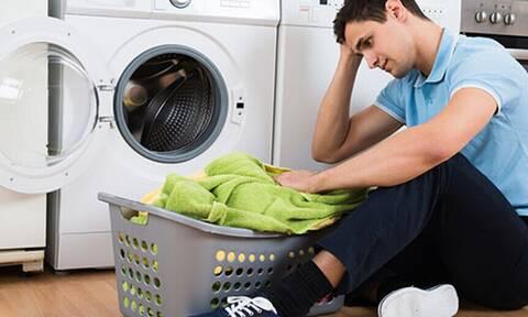 Τι πρέπει να κάνεις για να μυρίζουν πάντα ωραία τα ρούχα σου