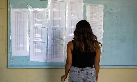 Πανελλαδικές εξετάσεις: Τέλος στη «λευκή κόλλα» - Τι αλλάζει για τις βάσεις εισαγωγής