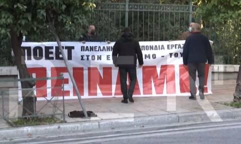 Αιφνιδιαστική διαμαρτυρία εργαζομένων στην εστίαση έξω από το Μαξίμου