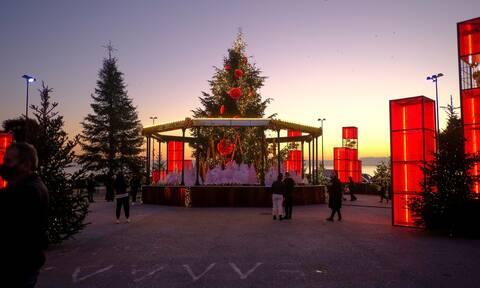 Οδηγός επιβίωσης για τα Χριστούγεννα: Το ρεβεγιόν, οι εκκλησίες, τα καταστήματα, οι μετακινήσεις