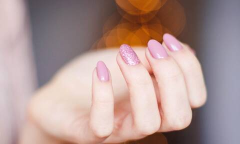 Τα νύχια σου σπάνε συνεχώς; Δες τι πρέπει να εντάξεις άμεσα στη διατροφή σου