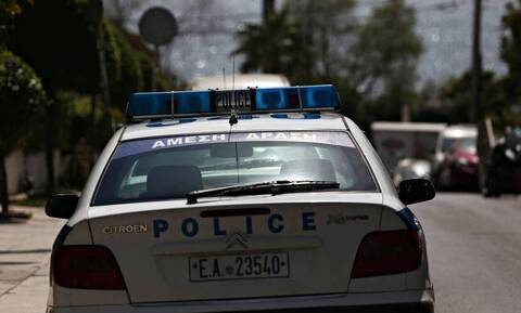 Θεσσαλονίκη: Σύλληψη τριών ατόμων για παράνομη κράτηση μεταναστών - Κατηγορίες για αρπαγή και βιασμό