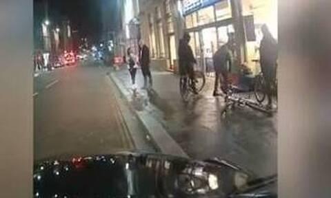 Απίστευτο περιστατικό: Κλώτσησε άστεγο και του έσπασε τη μύτη (σκληρές εικόνες)