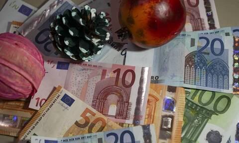 Δώρο Χριστουγέννων: Δείτε πότε θα πληρωθούν όσοι βρίσκονται σε αναστολή
