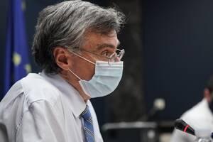Ανασκόπηση 2020: Ο λοιμωξιολόγος Σωτήρης Τσιόδρας που έπεισε τους Έλληνες να τον εμπιστευτούν
